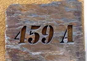 numery na kamieniu